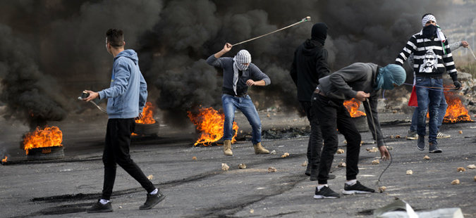 Израелските војници ранија 14 Палестинци кои се обиделе да ја пробијат опсадата на Газа