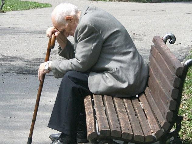 ВМРО-ДПМНЕ: СДСМ пензионерите ги крадеше со лопата, а им враќа со лажичка