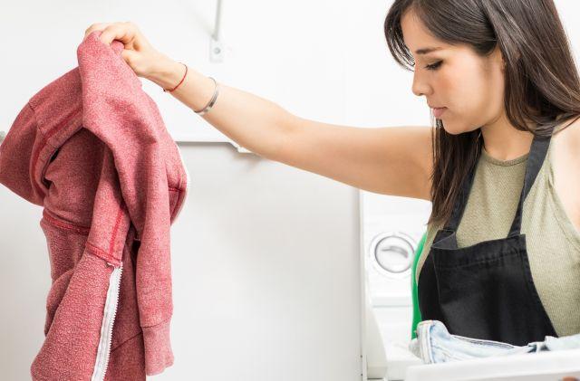Вашата омилена облека се собрала по перењето? Еве како да ја спасите