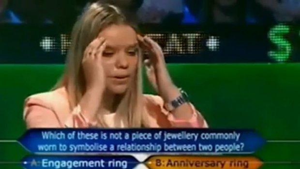"""Блондинка падна на првото прашање на """"Милионер"""": Самоуверено одговори, а потоа пропадна во земја од срам (ВИДЕО)"""