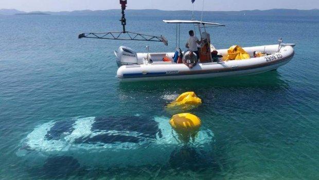 Сакал само да се фотографира покрај морето, наместо кочница дал гас- еве што му се случи на луксузниот ѕвер вреден 140 илјади евра (ФОТО)