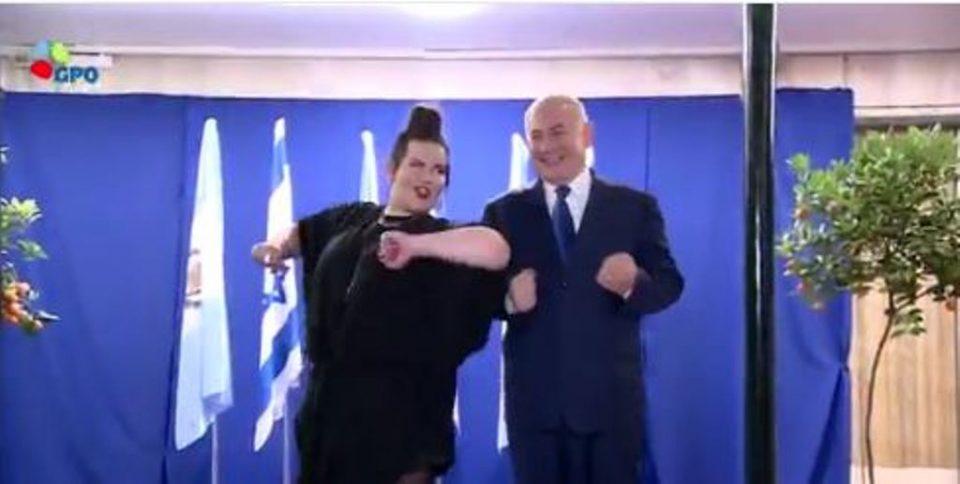 Израелскиот премиер не се додржа да не заигра- победничката на Евровизија се изненади од неговите танчерски способности (ВИДЕО)