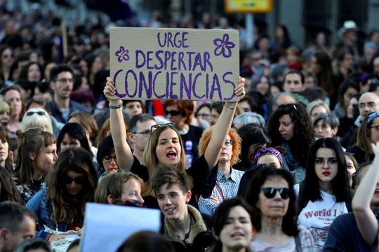 Десетици илјади учесници на феминистички протест во Мадрид