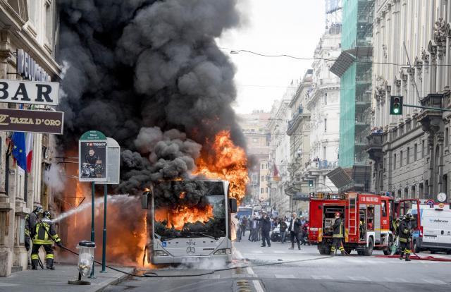Нови видео снимки и детали за експлозијата на автобусот во Рим