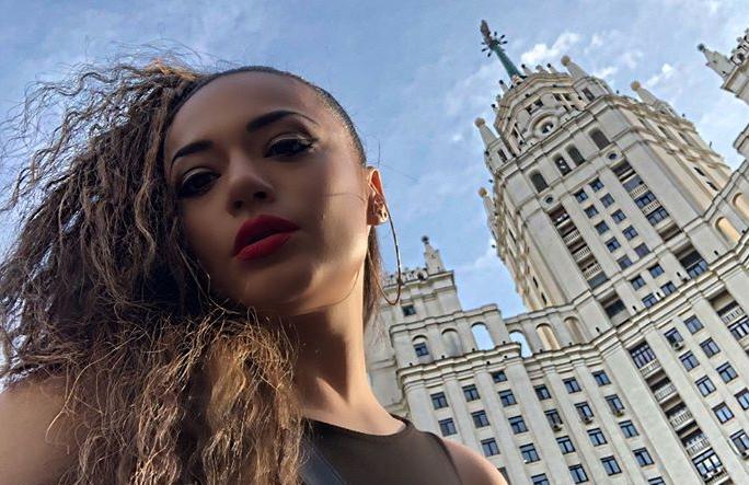 Русин ја зграпчи во прегратки Елена Ристеска (ФОТО)