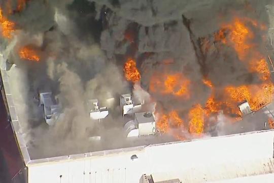 Илјадници евакуирани од рускиот град Пугачово поради пожар и експлозии во складиште за муниција