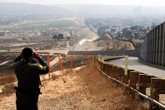 Стотици мигранти ја минаа границата на Гватемала со Мексико