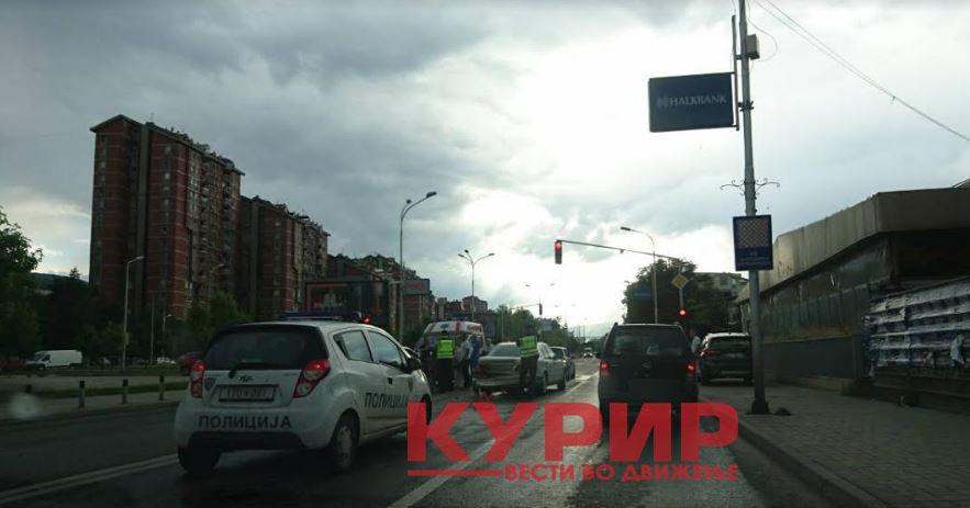 ФОТО: Сообраќајка кај АМСМ, екипи на Итна помош на терен