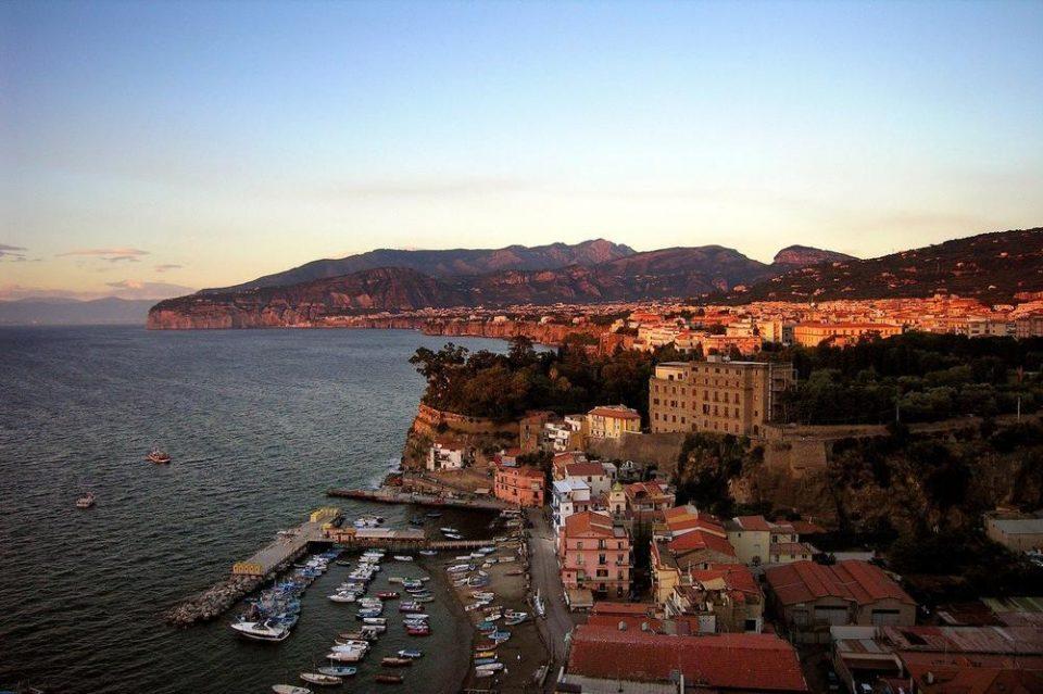 Хорор на одмор: Вработени во хотел во Италија издрогирале па групно силувале жена, учествувале повеќе од 10 мажи