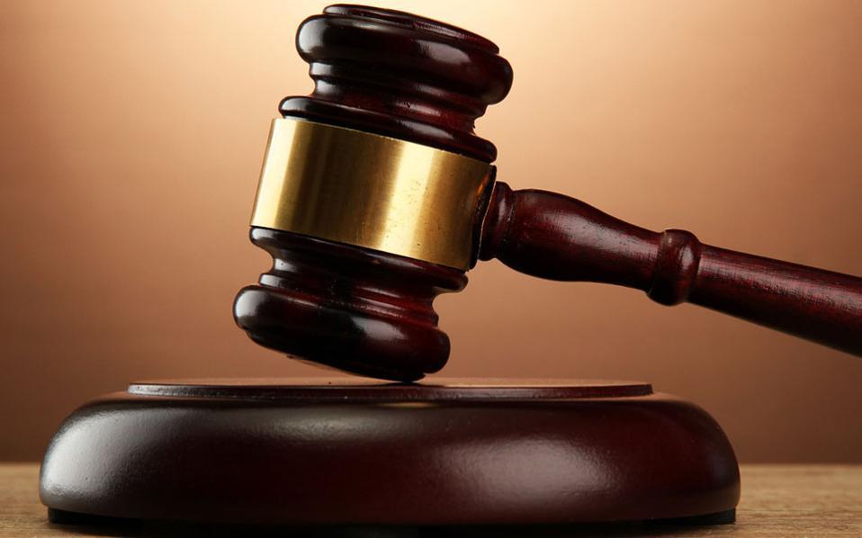Дискриминација од најлош можен вид: Судот е во дилема дали мерката на Владата се однесува на обвинети лица