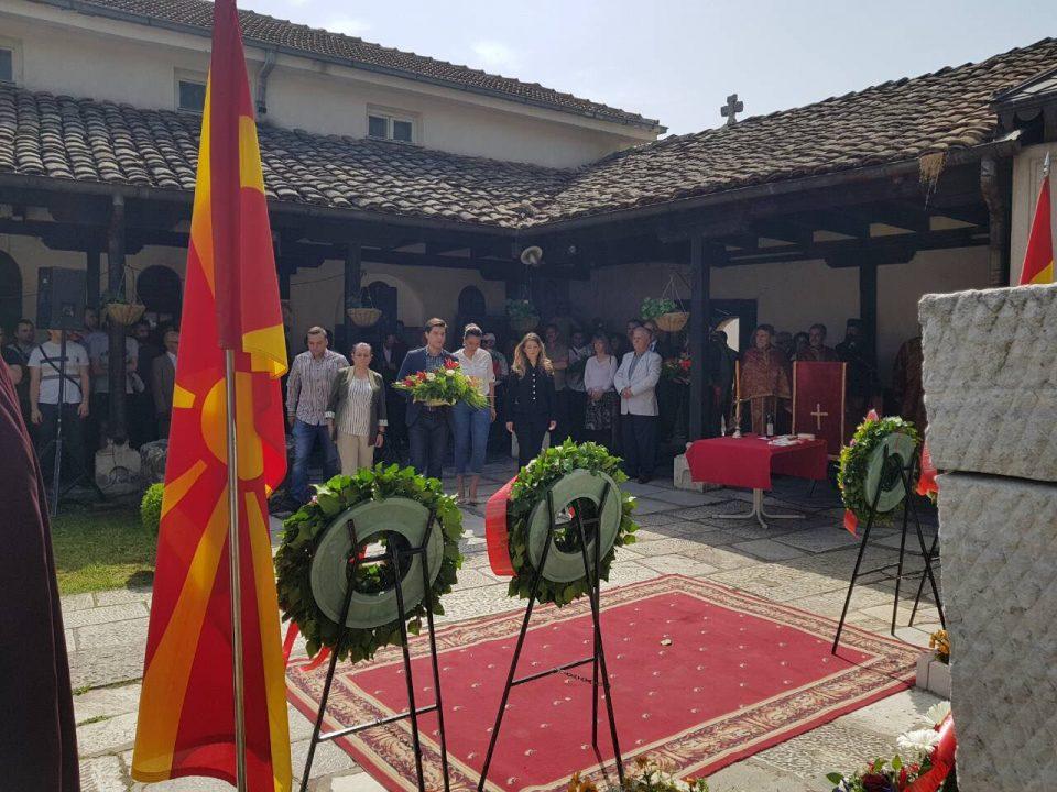 ФОТО: Делегација на УМС на ВМРО-ДПМНЕ положи свежо цвеќе на гробот на Гоце Делчев