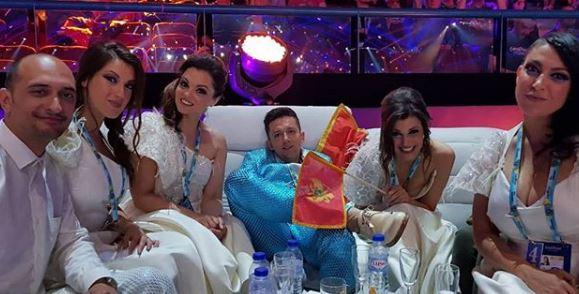 Евровизиските фанови бесни на црногорскиот претставник: Ги навреди болните деца и жените, а сега се соочува со пекол (ФОТО)