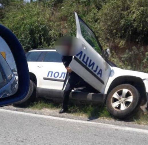Излетал од патот: Полициско возило се преврте кај Велес (ФОТО)