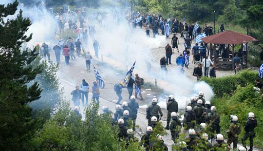 Полицијата спречила демонстранти да стигнат до Псарадес каде се потпиша договорот со Грција, повредени неколку лица