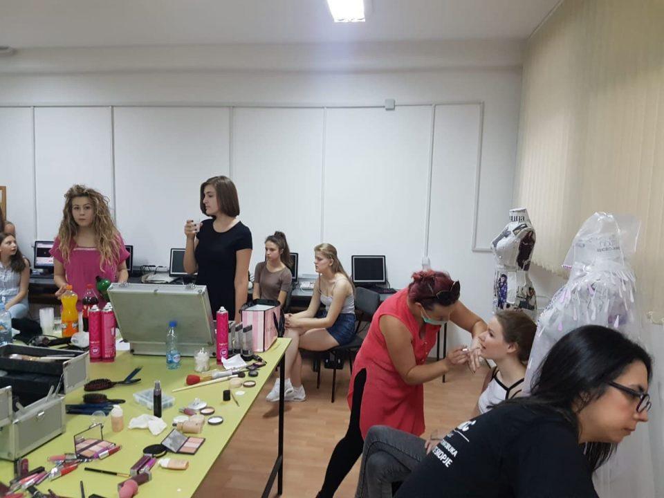 """Академија Леонтиќ со модна ревија по повод  реализација на проектот на ЕРАСМУС+ """"Преку пракса до перфекција"""""""