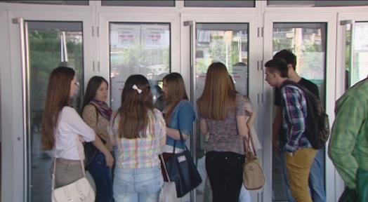 Полуматурантите во понеделник и вторник ќе се запишуваат во средните училишта
