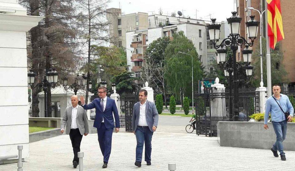 ФОТО: Мицкоски пристигна во Влада, започна средбата