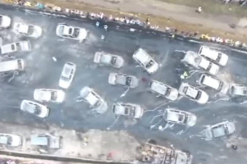 Огнен хорор на автопат: Експлодира цистерна со нафта, изгореа 50 возила, најмалку 9 мртви (ВИДЕО)