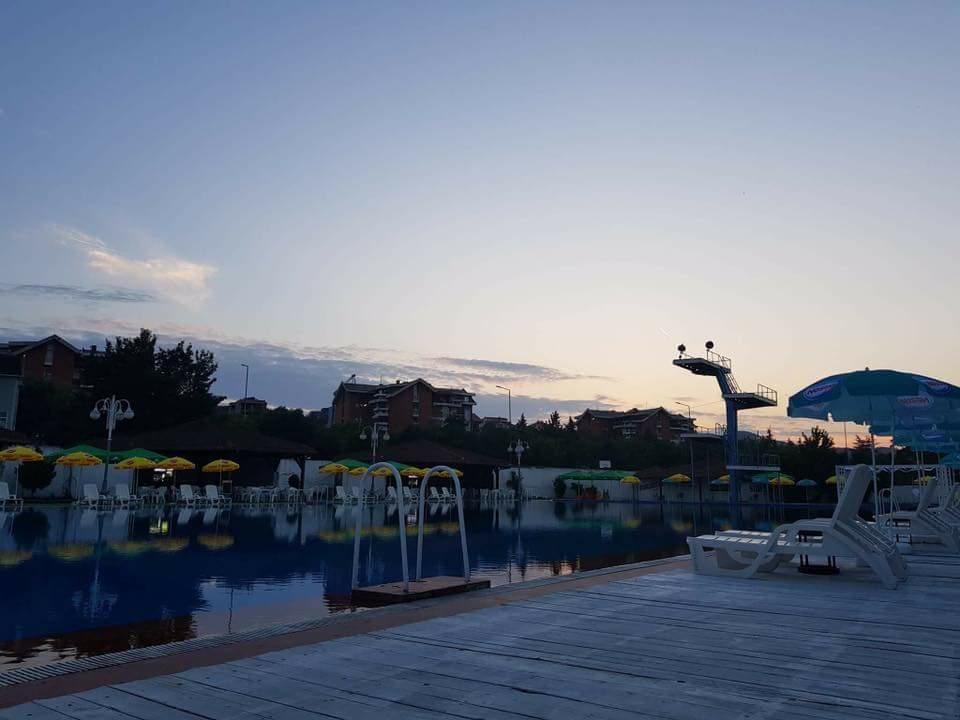ФОТО: Од денес започна со работа градскиот базен во Кавадарци