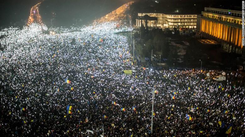 Околу 150.000 лица учествуваа на протестот на владејачката коалиција во Букурешт