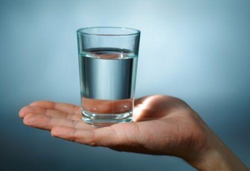 Што ќе се случи ако 30 дена пиете само вода без промена на исхраната?