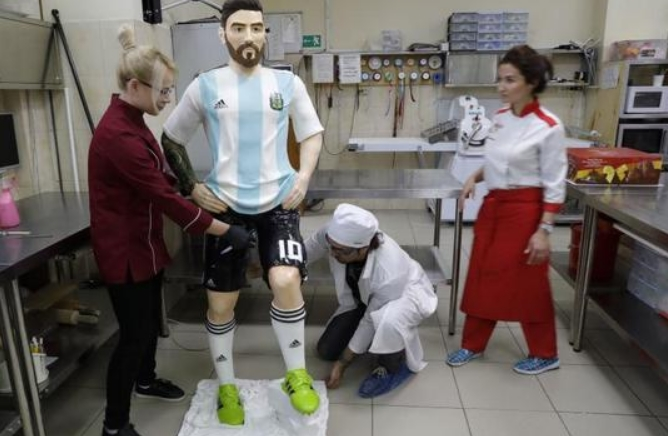 """Чоколаден Меси"": Уникатна торта за 31-от роденден на аргентинскиот фудбалер"