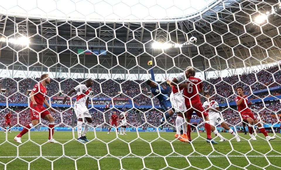 Данска со три бода против Перу