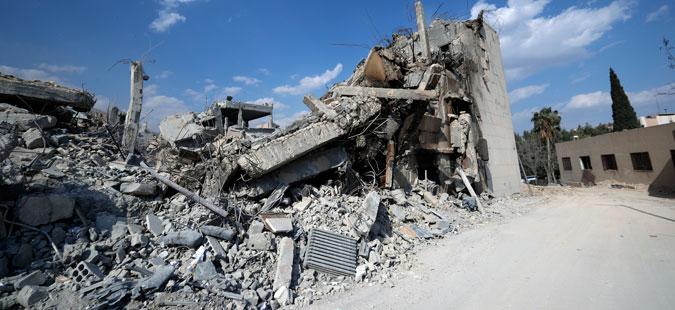 Најмалку 22 цивили загинаа во нападите врз сирискиот град Дара