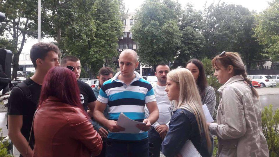 Кадетите протестираа пред МВР: Зошто Спасовски не ни дозволува средба на која ќе ни објасни зошто немаме договори за вработување?