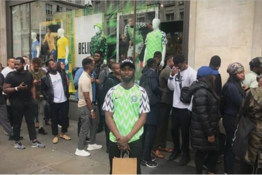 Зошто дресот на Нигерија се распородаде за 15 минути?