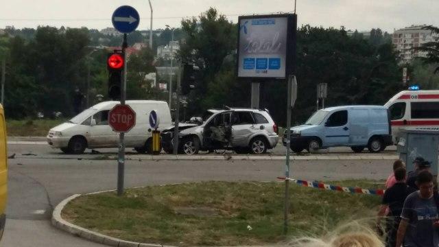 ФОТО: Експлозија разнесе џип во Белград, еден загинат