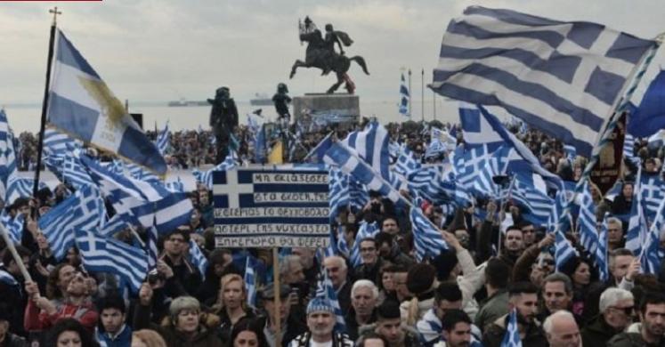 """Грците на нозе: Протестираа во 24 градови против """"грчкиот карактер на Македонија"""" (ВИДЕО)"""