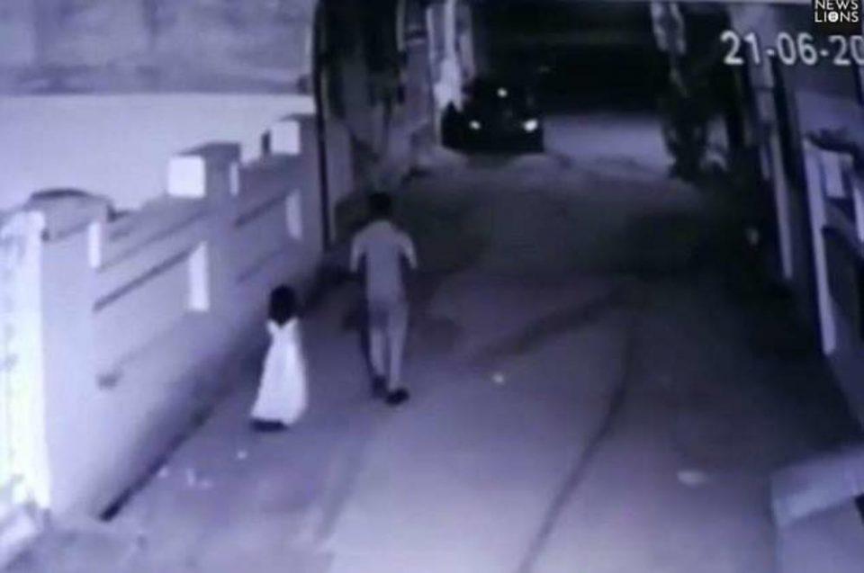 Маж снимен како одведува шестгодишно девојче во мрачна улица: А потоа се случи нешто незамисливо страшно (ФОТО)
