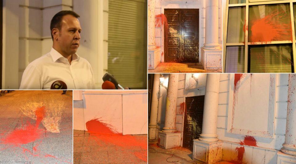 Јанушев: Зад кукавичкиот напад на партиското седиште стојат инсталации на власта со цел да ја втурнат ВМРО-ДПМНЕ во насилно сценарио, по што сакаат да ја делегитимираат во борбата против смена на името