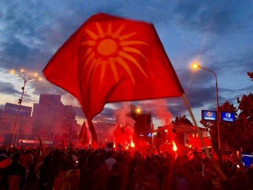 Се развеа огромно македонско знаме, Комитите вака се приклучија на протестот