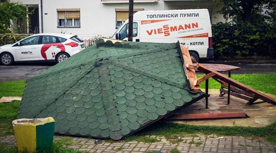 Демонилирани летниковец и опрема во Детско игралиште во Струмица