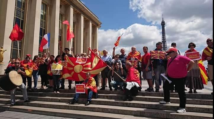 ФОТО: Македонците од Париз порачаа дека Македонија ќе победи