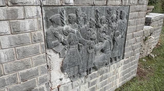 Во Маврови Анови демолирани статуи на народни херои од НОБ