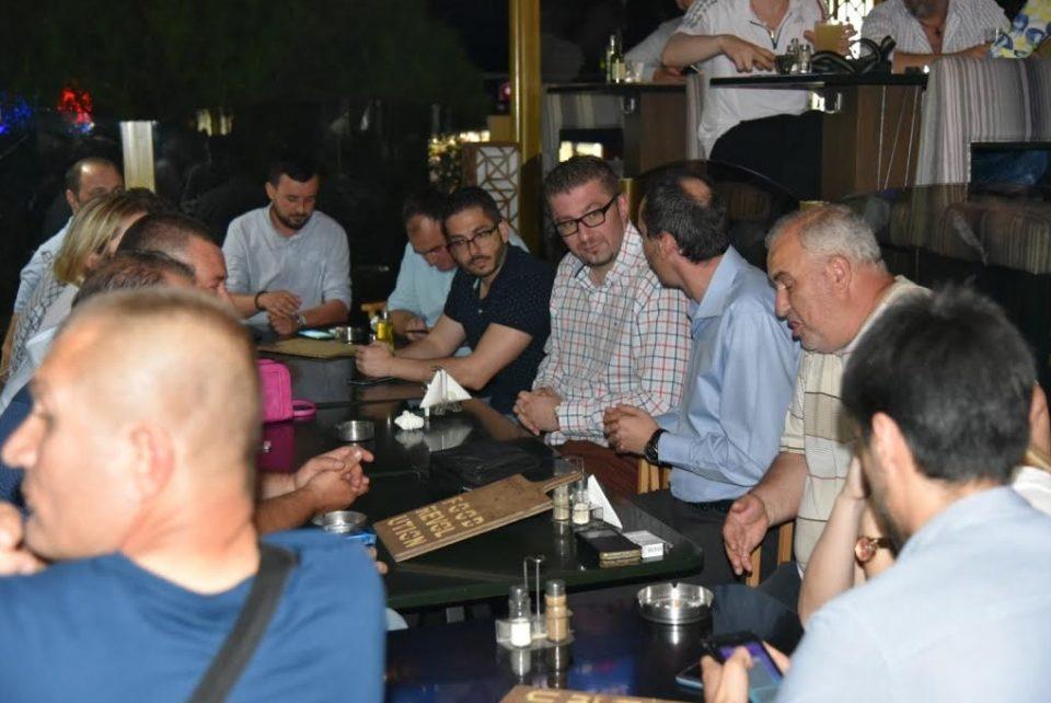 Мицкоски на кафе дружба со граѓаните од Куманово (ФОТО ГАЛЕРИЈА)