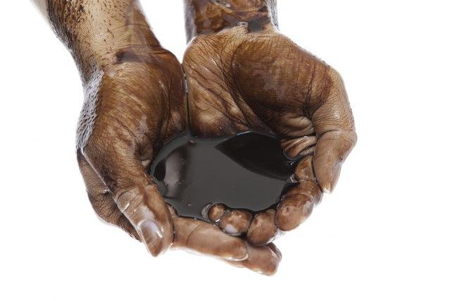 Блокирани рафинерии за нафта: Се прели чашата, мета е државата