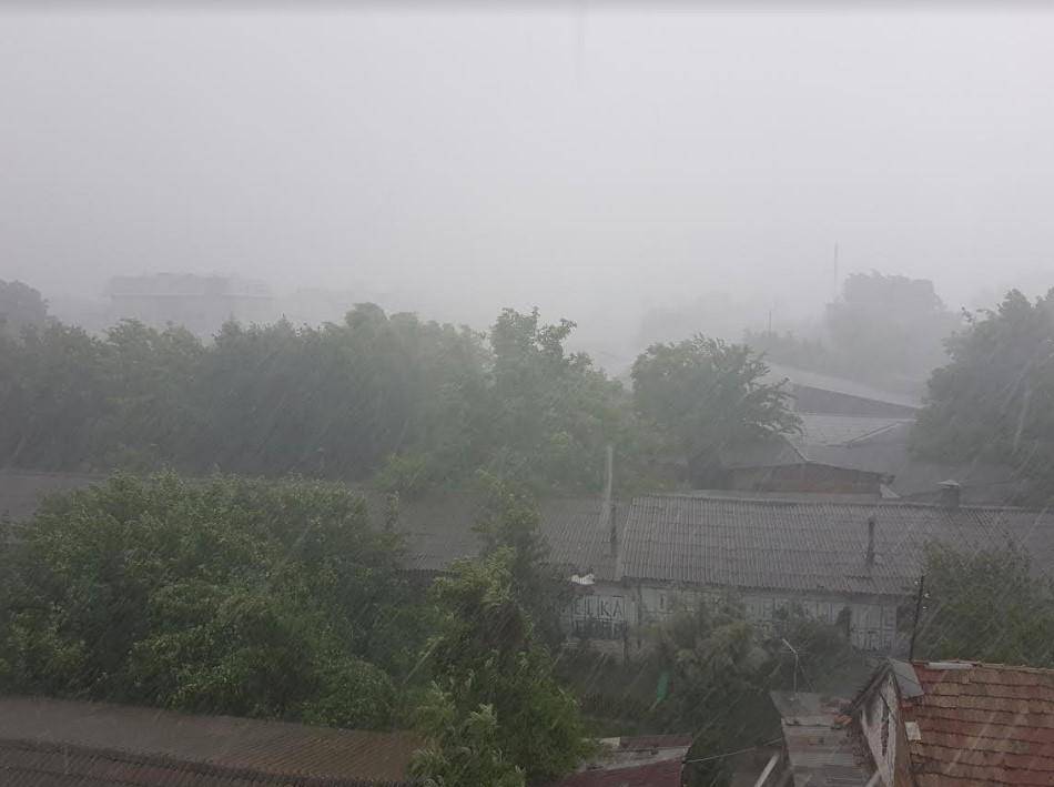 Невреме во Скопје- град, дожд и ветер со брзина од над 80 км/ч