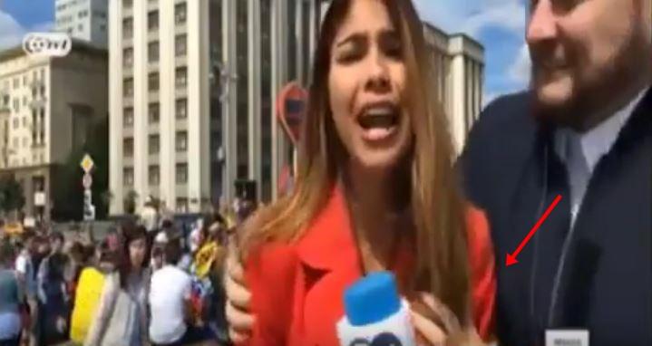 Другата страна на мундијалот: Атрактивна колумбиска новинарка доживеа сексуален напад додека вршеше пренос во живо (ВИДЕО)