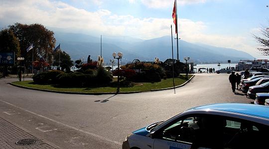 Од понеделник зонско паркирање во Охрид, еве како туристите ќе може да платат