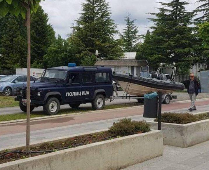 Утрешното велепредавство на Заев освен од копно и воздух ќе се обезбедува и од вода: Полициските бродови од Охридското се пренесуваат во Преспанското Езеро (ФОТО)