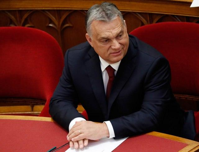 Орбан сака да му се спротистави на Макрон на ЕУ изборите