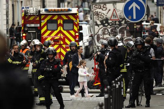 Киднаперот во Париз е уапсен, заложниците се ослободени