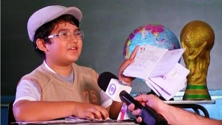 Ќе ви го згрее срцето: Мајка му немала пари да му купи албум, па ова дете само си ги нацрта фудбалерите- на крај беше наградено (ФОТО)