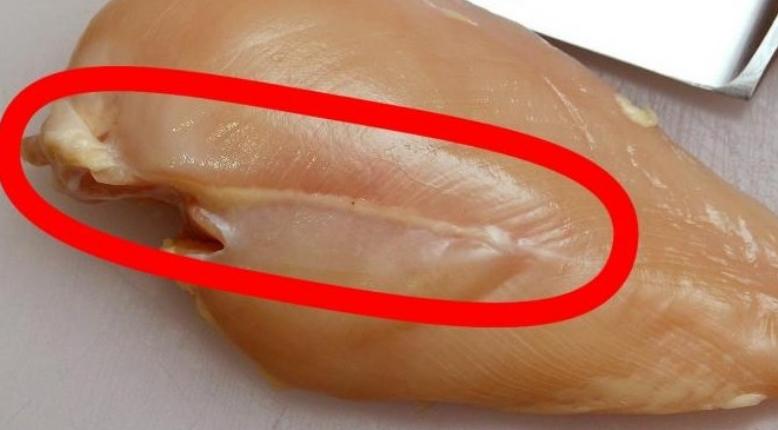 Пилешко месо со ваква бела линија не смеете да јадете, погледнете зошто (ВИДЕО)