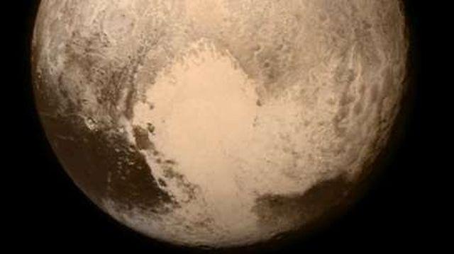 На површината на Плутон откриени дини од леден метан