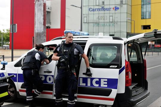 ПАНИКА: Пронајдено возило полно со експлозив во близина на Париз
